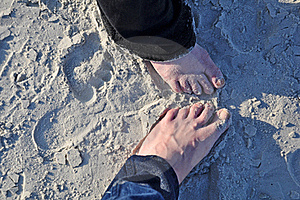 Lovers In The Sand Royalty Free Stock Photo - Image: 19428195
