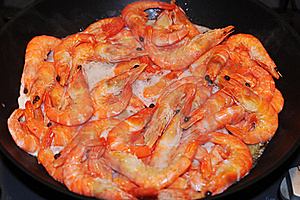 Red Crown Shrimps Frying On Pan Royalty Free Stock Image - Image: 19662616