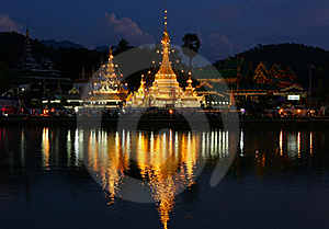 The Pagoda And Lighting Reflect The Water Stock Photography - Image: 19667632