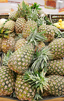 Pineapples Stand Royalty Free Stock Images - Image: 19731729