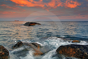Sunset On The Rocky Coast Royalty Free Stock Images - Image: 19753379