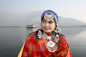 Beautiful Kashmiri Girl With Dal Lake Background Stock Photos - Image: 19778143