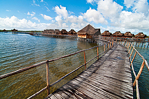 The Path To The Romantic Bungalows Resort Royalty Free Stock Images - Image: 19878629