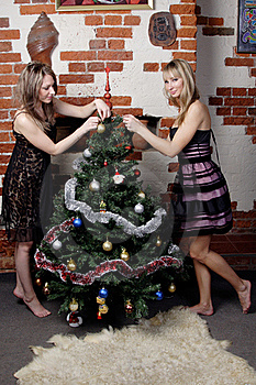 Two Young Beautiful Girls Decorate Christmas Tree Stock Photography - Image: 20007452
