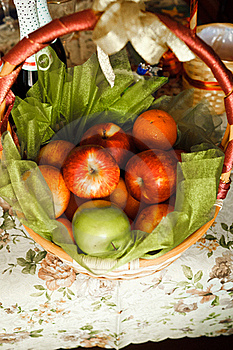 Basket For Picnic Royalty Free Stock Photography - Image: 20109527
