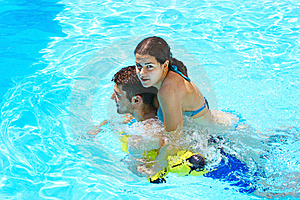 Couple In Swimming Pool Royalty Free Stock Images - Image: 20131649