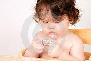 婴孩享用快餐 图库摄影 - 图片: 20146072