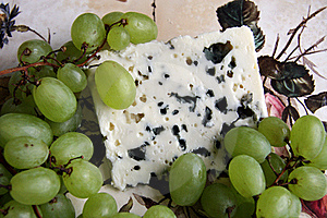 Cheese And Grapes Royalty Free Stock Photography - Image: 20169767