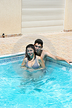 Couple In Swimming Pool Royalty Free Stock Images - Image: 20447129