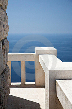 Stone Viewpoint And Banister, Ocean View Stock Image - Image: 20582851