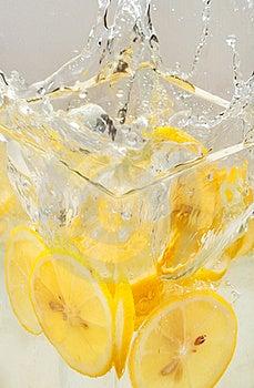 Splash Of Lemon Royalty Free Stock Photo - Image: 20596565