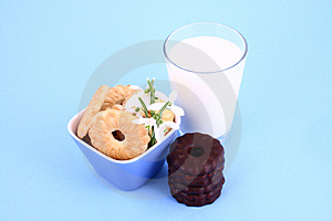 Cookie Nad Milk Royalty Free Stock Photography - Image: 2068707