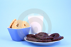 Cookie Nad Milk Royalty Free Stock Photos - Image: 2068838