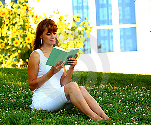 Woman Read Royalty Free Stock Photography - Image: 20870067