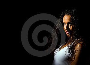 Meisje In Wit Vest Op Zwarte Royalty-vrije Stock Foto - Afbeelding: 20884995