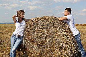 The Guy And The Girl In The Field Stock Photo - Image: 20943980