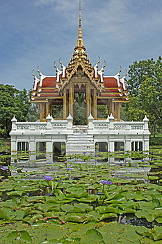 Thai-style Pavilion, Water. Stock Images - Image: 20985474