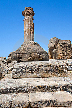 Dorian Columnin Valley Of The Temples In Agrigento Stock Photos - Image: 20987533