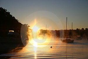 Dym, mgła na wodzie/ Zdjęcie Royalty Free