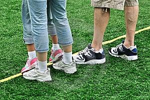 Füße Einer Familie Im Spiel Stockbild - Bild: 21010111