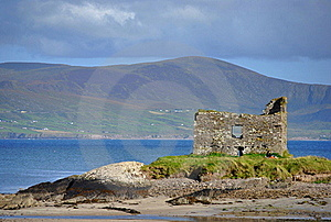 Ruins Of Castle On The Beach. Ireland Royalty Free Stock Photos - Image: 21030208