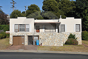 Single Family House One Story With Driveway Stock Photo - Image: 21060930