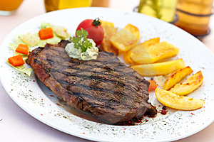 New York Strip Steak With Vegetables Royalty Free Stock Photo - Image: 21104845