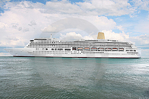 Ocean Ship Royalty Free Stock Images - Image: 21166009