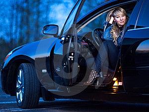 Dame In Een Auto Royalty-vrije Stock Afbeelding - Afbeelding: 21266316
