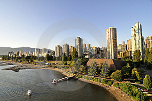 Residential Area By The Water Of Burrard Inlet Stock Photography - Image: 21393642