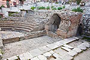 Antique Roman Amphitheater Odeon, Taormina, Sicily Stock Photos - Image: 21481883