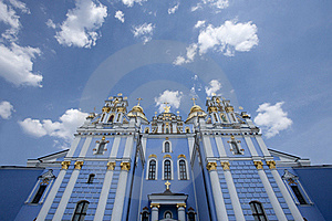 St. Michael Gouden-Overkoepeld Klooster Stock Afbeeldingen - Afbeelding: 21496234
