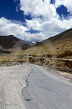 Road To Mountains. Himalayan Scenic Stock Photos - Image: 21656363