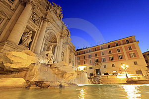 Trevi Fountain At Sunrise Royalty Free Stock Images - Image: 21703189