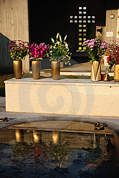 Grave With Flowers Stock Photography - Image: 21764272