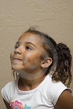 Carino afro-americano figlio stretti labbra perché lei è lei manca denti anteriori.