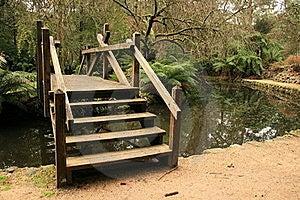 Ponticelli di legno nei giardini del alfred nicholas for Software progettazione giardini 3d free