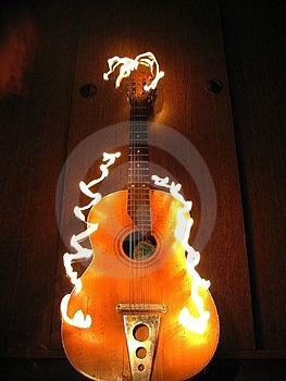 Guitare du feu Images stock