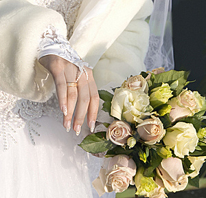 Hand Of Fiancee  A Bouquet From Roses Royalty Free Stock Images - Image: 22096209