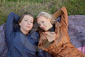 Amica Per Una Camminata Nella Sosta Fotografia Stock - Immagine: 22554792