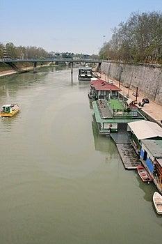 Case galleggianti sul fiume tevere fotografie stock for Fotografie case