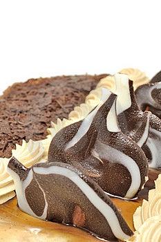 Torta Deliciosa Con Las Decoraciones Del Chocolate Imagen de archivo - Imagen: 22820911