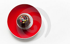 Muffin And Red Plate Royalty Free Stock Image - Image: 23066496