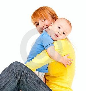 De Moeder En De Zoon Omhelzen Royalty-vrije Stock Afbeelding - Afbeelding: 23189306
