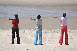 Tres Muchachas En La Playa Imagen de archivo - Imagen: 2326611