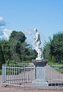 Peterhof. Lower Park. Sculpture Of Venus. Russia Stock Photo - Image: 23467600