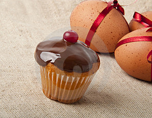 Cupcake  And Easter Eggs Royalty Free Stock Photos - Image: 23631798