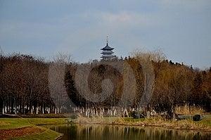 Πύργος και η λίμνη Στοκ Εικόνα - εικόνα: 23636561