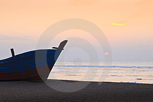 A Ship On A Beach Royalty Free Stock Images - Image: 23640219