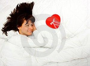 Vrouw Met Gift Stock Foto's - Afbeelding: 23769603